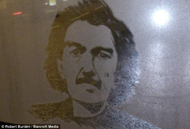 玻璃/美公车司机后窗玻璃绘制名人肖像(5/9)