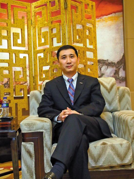 苏宁云商集团总裁金明:今年不给线上销售定目