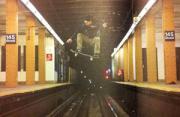 体育摄影:穿越地铁的滑板手