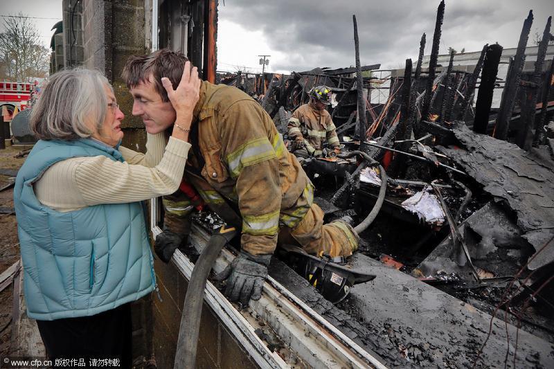 2013年火灾图片_日常生活类新闻单幅获奖照片_摄影_环球网
