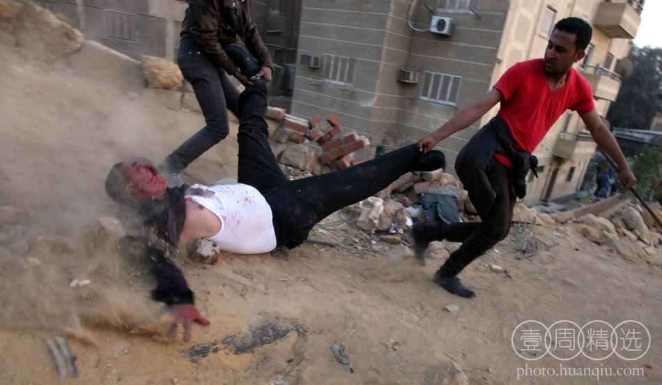 埃及支持者和反对派在穆斯林兄弟会总部附近发生