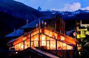阿尔卑斯山上的别致木制阁楼