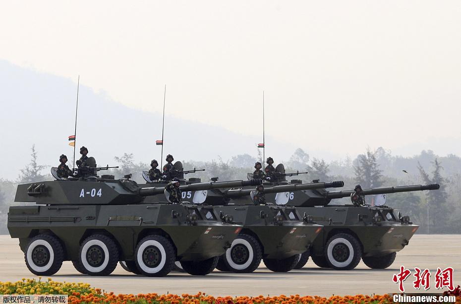 中国轮式突击炮现身缅甸阅兵式