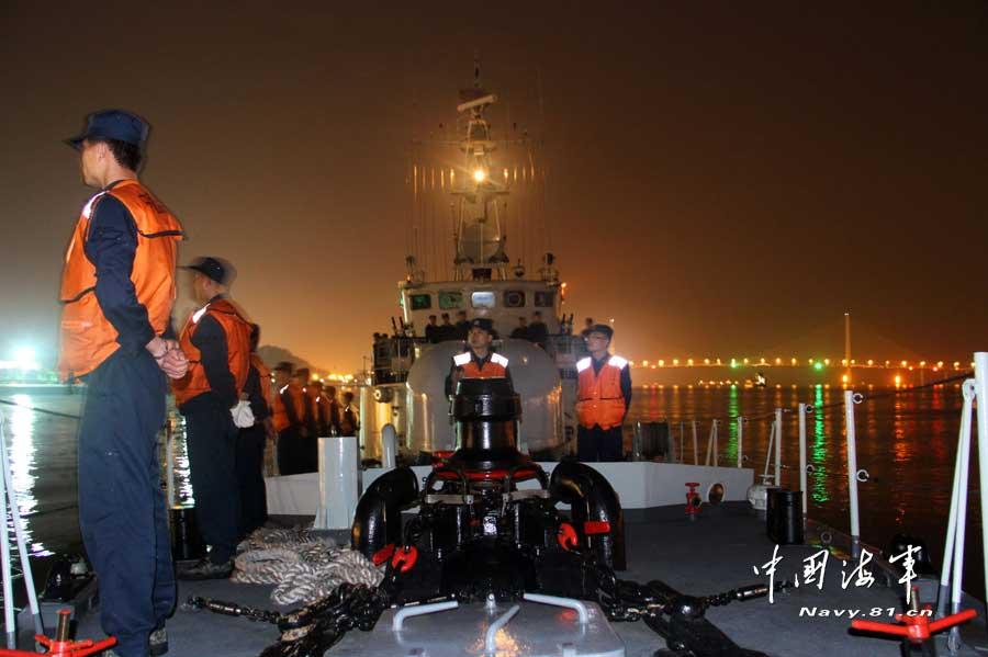 南海舰队导弹艇深夜悄悄出航