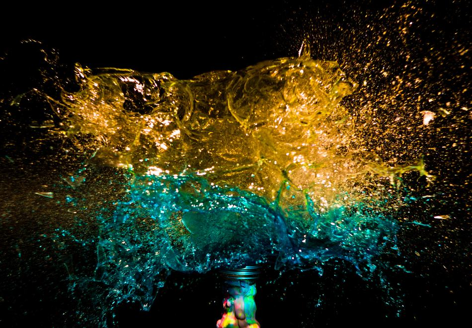 手绘颜料爆炸壁纸