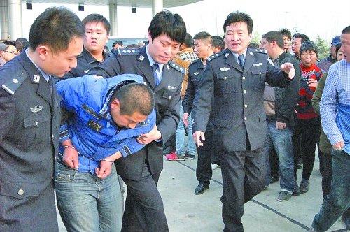 河南两岁女童被强行抱走 嫌犯将其卖给姐姐(图)