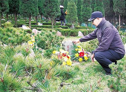 揭秘80后女子殡仪导办队:不妆不笑不说再见
