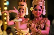 柬埔寨美女跳传统舞令人倾倒