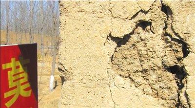 莫言旧居遭游客抠墙挖砖 撒在家中称可占文气