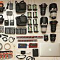 香港摄影记者打开背包器材秀