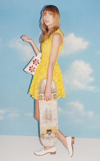 泰勒?斯威夫特为时尚杂志拍写真 俏皮可爱