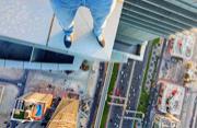 摄影师迪拜摩天大楼俯瞰美景