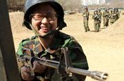 韩国女学生军训用报废枪