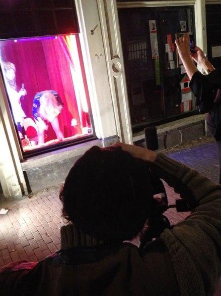 """体育资讯_探访荷兰阿姆斯特丹 参观""""性都""""红灯区纪念品_旅游_环球网"""