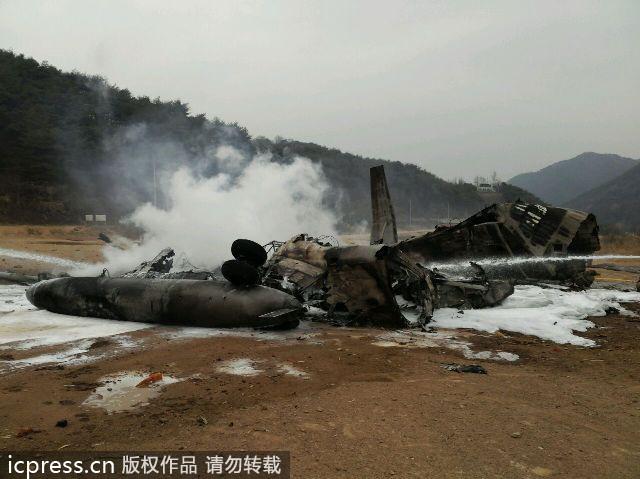 美军直升机在朝韩军事分界线附近坠毁.(图片来源:东方ic )