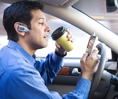 分心驾驶死亡率攀升 外媒支招避免