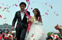 直击芦山余震中的婚礼:生活,依然在继续