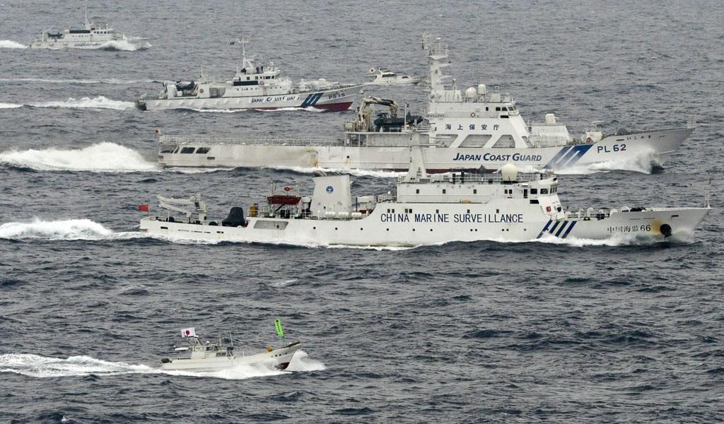 我海监船在钓鱼岛海域追击日右翼渔船到12海里线