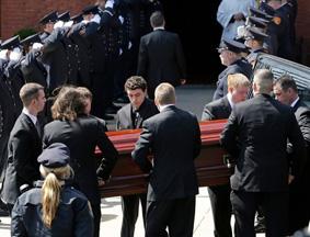 爆炸案遇难者葬礼举行