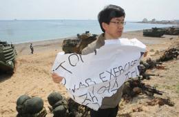 韩民众抗议韩美军演遭驱逐