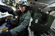 新加坡眼镜兵训练驾驶豹2坦克