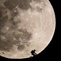 摄影师用1200mm镜头拍摄巨型月亮