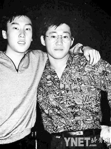 韩裔美国公民裴俊浩(右)