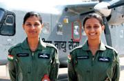 一睹印度女飞行员的拉风造型