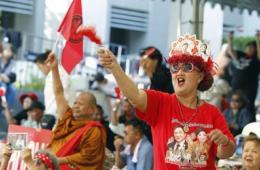 泰国红衫军举行游行集会