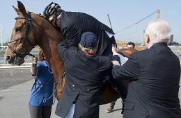 伦敦市长爬不上马背