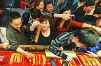 中国大妈横扫黄金几百吨 不到十天全线套牢