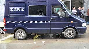 江苏运钞员开枪自杀