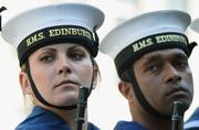 英海军女水兵气场强过男兵