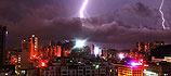广东珠海遭遇雷暴雨