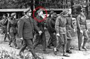 默克尔青年时穿东德军装照曝光