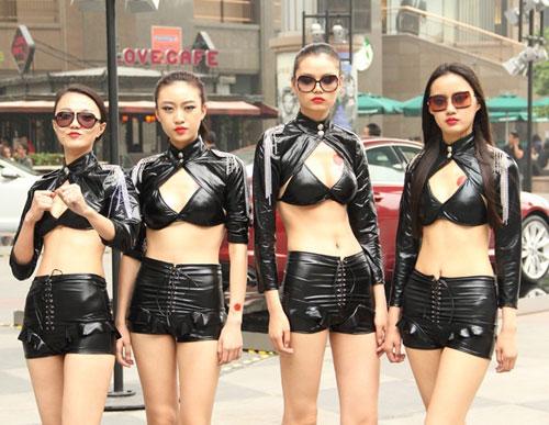 《富春山居图》十美女特工突袭北京数景点