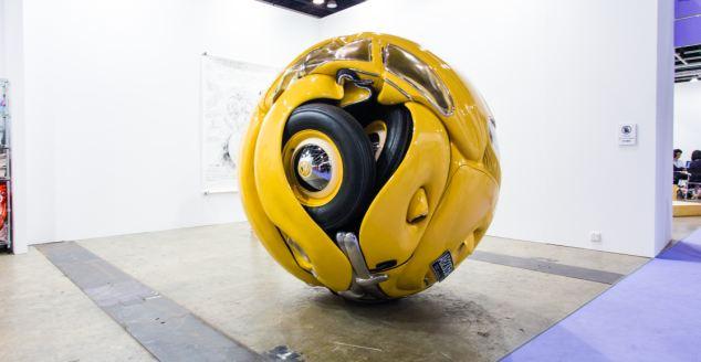 印尼艺术家将甲壳虫车变 球体
