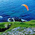 跳伞摄影师高空拍摄世界美景