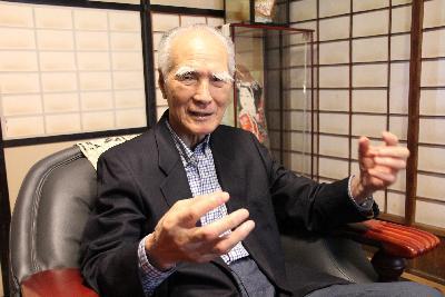 2013 年 5 月 24 日,村山富市 在家中接受采访。(徐静波 摄)