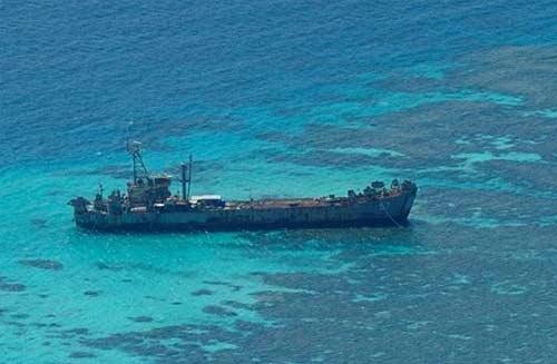 菲律宾坐滩的登陆舰已经很破旧