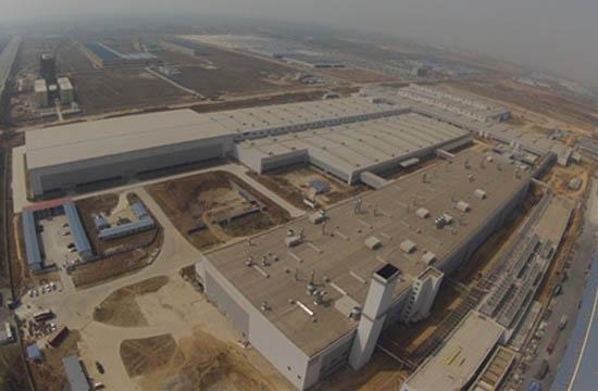 沃尔沃成都工厂内部工作照片.另据了解,沃尔沃成都工厂目前高清图片