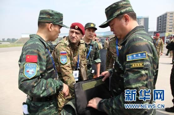 武警特战与俄内卫部队混编训练图片