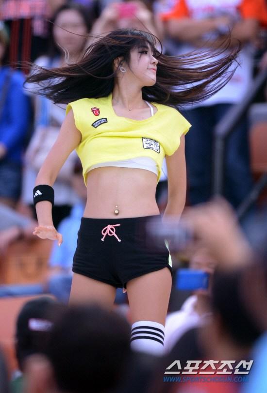 韩国棒球女郎热裤劲舞