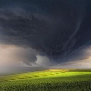 摄影师逐风暴拍自然界的怒火