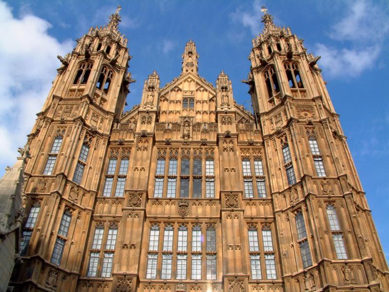英国国会因钱袋紧张将外租国会大厦拍电影