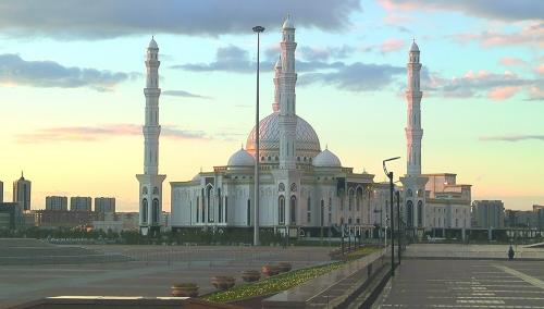 中亚最大清真寺,很现代。