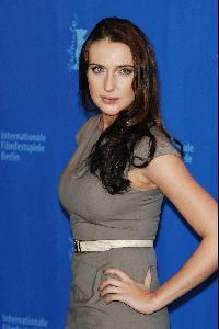 2010 年2 月, 安娜在柏林电影节 参加电影《发明之 父》的记者会。