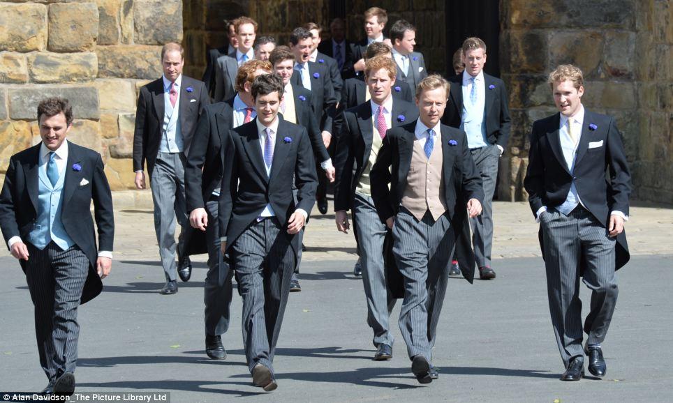 哈里王子与威廉王子盛装出席好友婚礼 娱乐 环球网