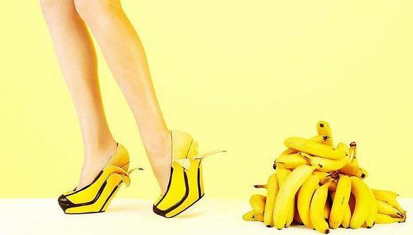 """澳女设计师出创新作品 水果也能""""穿""""脚上(图)图片"""