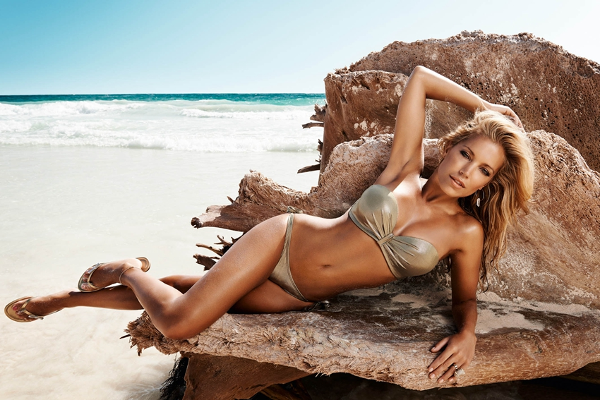 荷兰最性感美女海边拍比基尼写真